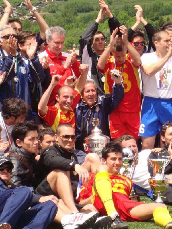 La festa con Messina, vincitori del calcio a 11
