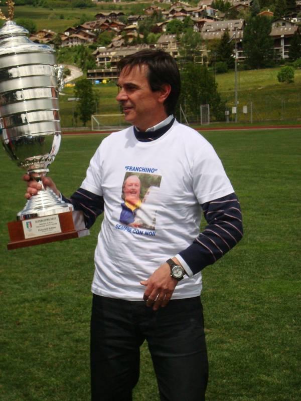 Fabrizio Arcangeli con la coppa